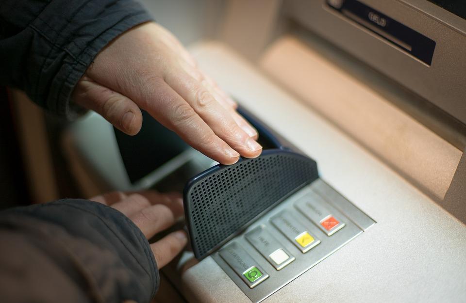 Mit Finanzkompetenz gegen Trickdiebe und Internetbetrüger | DSGV - Bericht an die Gesellschaft